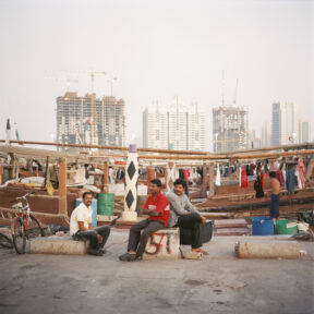 Dhow Hafen, im Hintergrund die Corniche