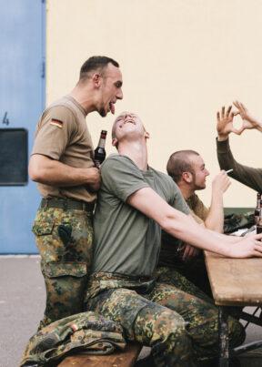 BundeswehrBad SalzungenKaserneSoldaten nach Feierabend beim Grillen