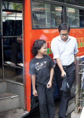 "IndonesienJakartaStadtteil ""central Jakarta""Bushaltestelle"