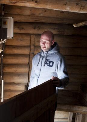 NorwegenFokstuguAuf dem Hof FokstuguGefangener Bjørn