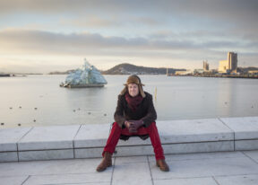Knut HoemAn der Oper, mit Blick auf den OslofjordOsloNorwegen